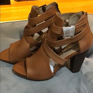 Steve Madden tan brown heels. NEW